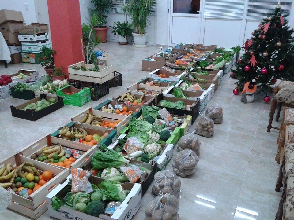Εν όψει των Χριστουγέννων, ογδόντα οχτώ οικογένειες έλαβαν ενισχυμένη επισιτιστική βοήθεια.